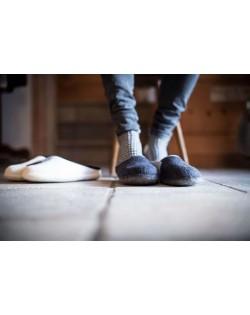Backless felt slippers of virgin sheep wool blue-grey, handmade by Haunold