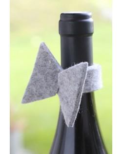 Il pratico salvagoccia in feltro naturale Haunold assorbe le gocce dopo che avete versato il vino