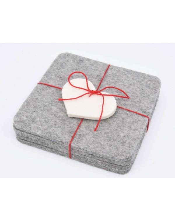 Sottobicchieri a spigoli Haunold, sottile 4 pezzi in pura lana merinos, grigio con cuoricino bianco