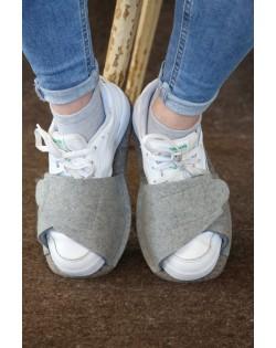 Praktischen Überzieh-Pantoffeln für Straßenschuhe, in grau