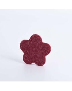 Schlüsselanhänger Blume aus Filz in rot aus reiner Wolle von Haunold