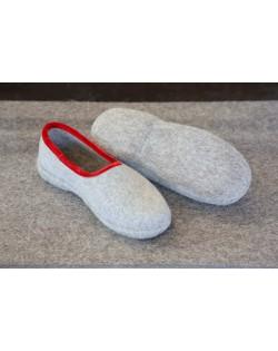 Pantofole chiuse con tacco, in feltro per signore e signori in grigio-rosso di Haunold, in pura lana