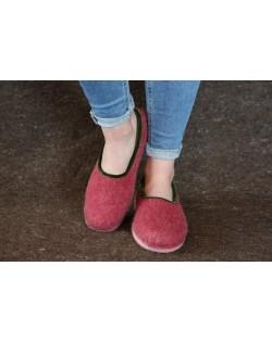 Felt slippers of virgin sheep wool red-green, handmade by Haunold