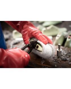 Die Haunold Walkfilzpantoffeln werden von Hand geformt