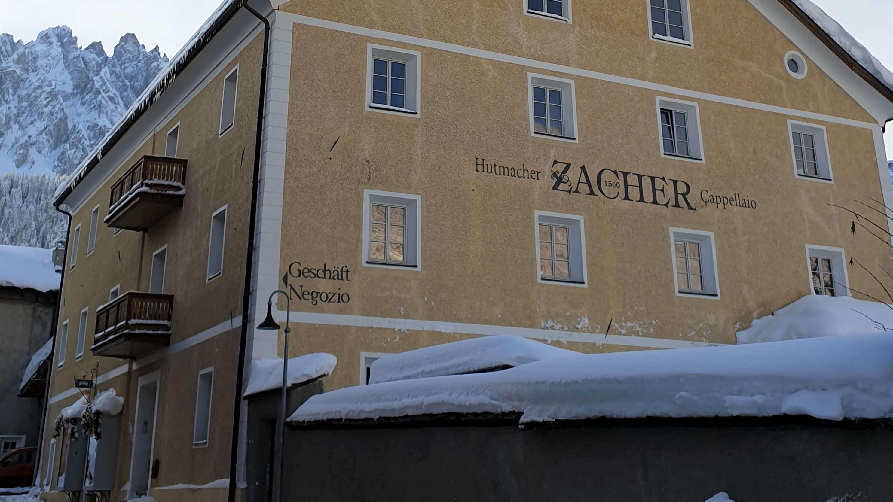 Das Hutmacherhaus der Familie Zacher im historischen Ansitz Thurn, nahe der Fußgängerzone von Innichen.